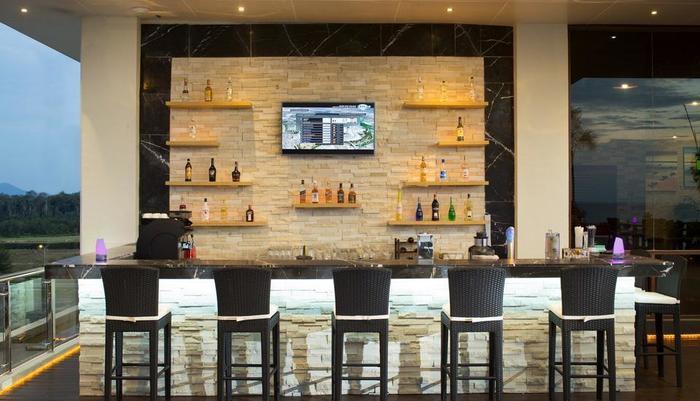 Swiss-Belhotel  Lagoi Bay - Chadis Rooftop Restaurant & Bar