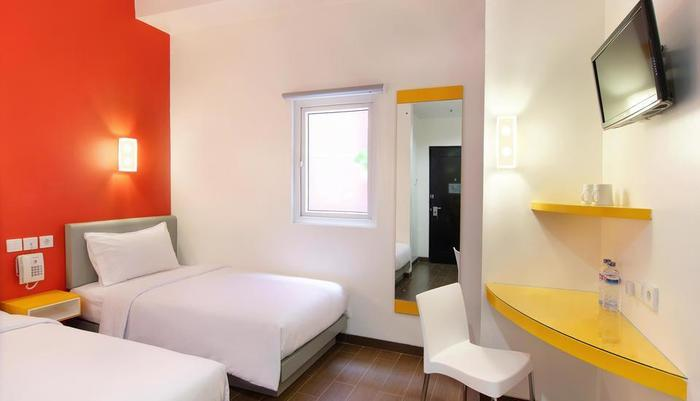 Amaris Pemuda Semarang - Twin Room ( Red Theme )