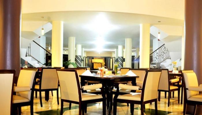 Horison Karang Setra Resorts Bandung - Pinus Lounge & Cafe