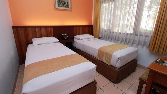 Karang Sentra Hotel Bandung - Cottage Bedroom