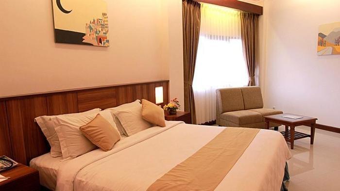Karang Sentra Hotel Bandung - Deluxe Room