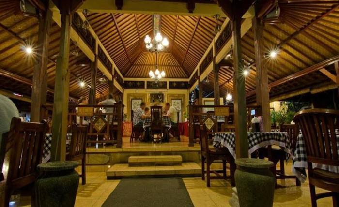 Kuta Puri Bungalow and Spa Bali - Ruang makan