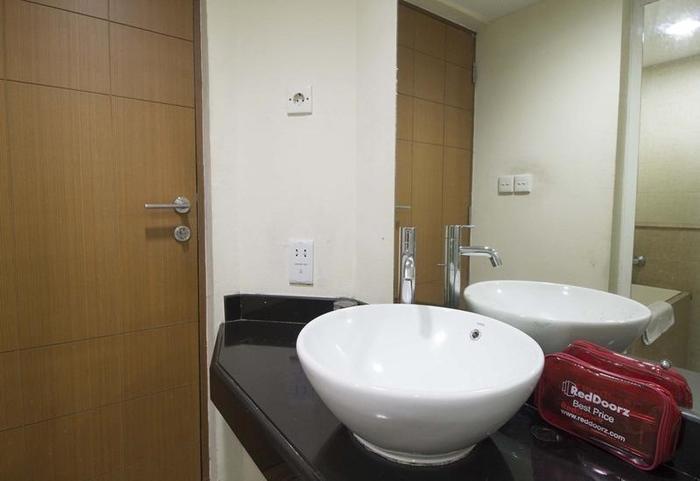 RedDoorz Apartment @Cilandak Jakarta - Kamar mandi
