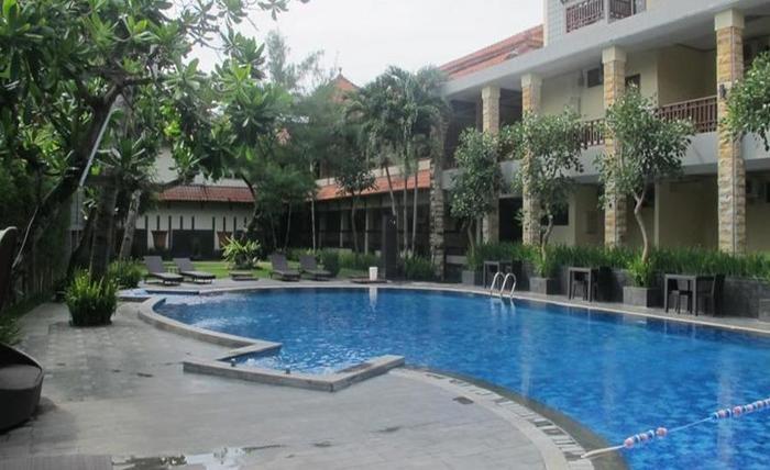 Surya Kencana Seaside Hotel Pangandaran - Kolam Renang