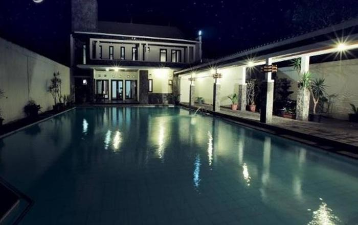 Takashimaya Hotel & Convention Bandung - Kolam Renang