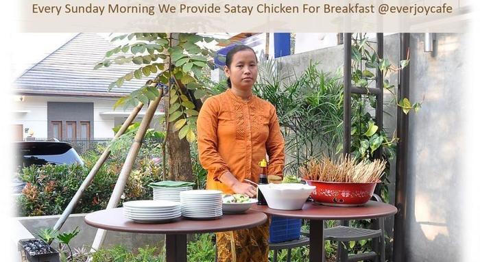 Ivory By Ayola Hotel Bandung - Waitress