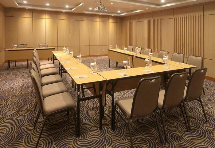 Ivory By Ayola Hotel Bandung - Meeting Room