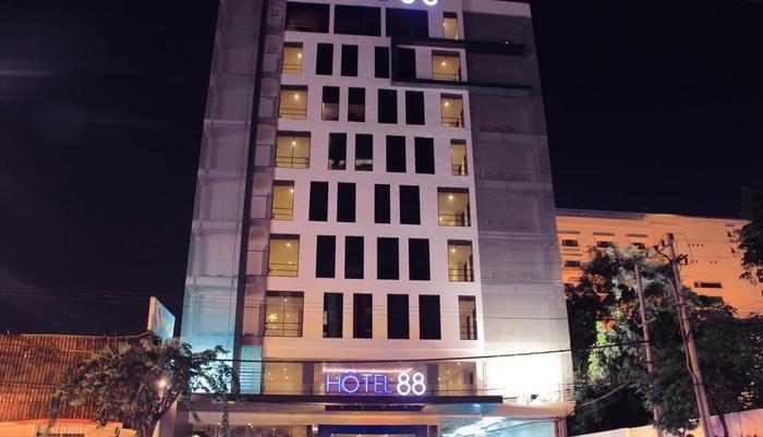 Hotel 88 Embong Malang - Tampilan Luar Hotel