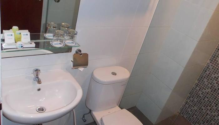 Hotel 88 Embong Malang - Kamar mandi