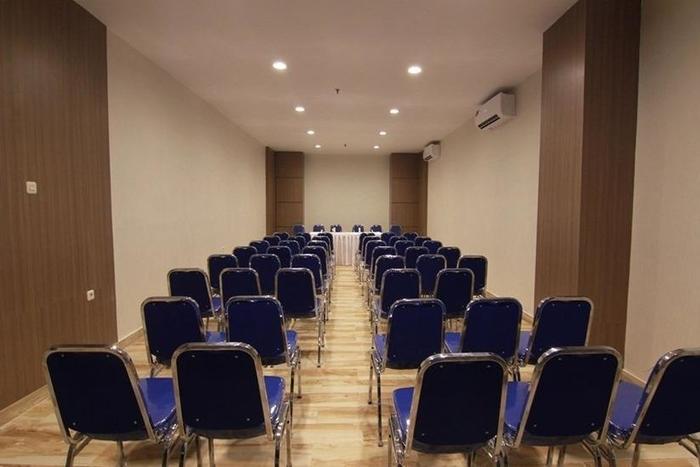 Sparks Lite Hotel Manado - Ruang Rapat