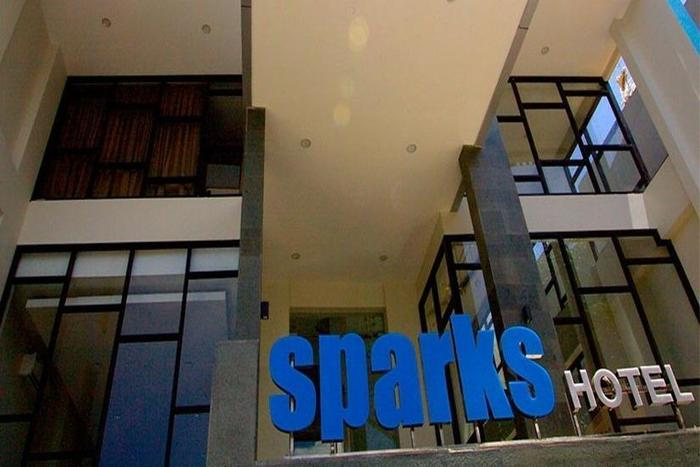 Sparks Lite Hotel Manado - Eksterior