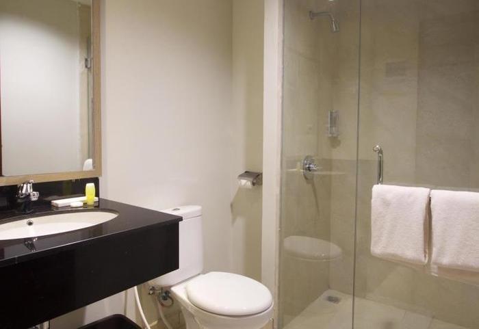 Sparks Lite Hotel Manado - Kamar mandi