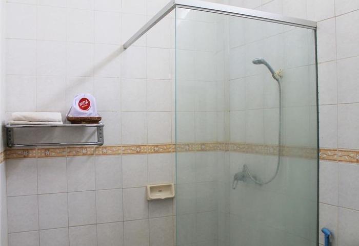 NIDA Rooms Banjarsari Ahmand Yani - Kamar mandi