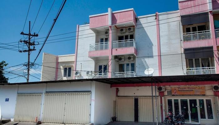 Mastrip Guesthouse Surabaya - Exterior