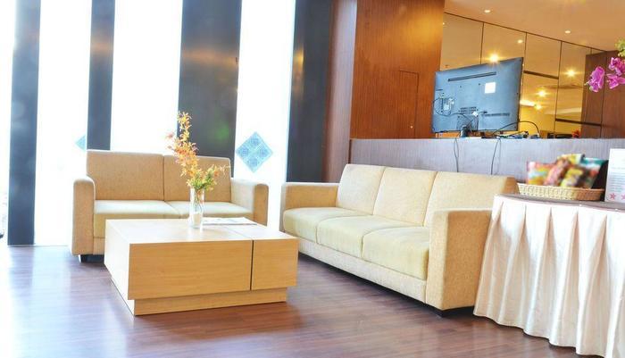 ZEN Rooms Kedung Sari Wonorejo Surabaya - Area tempat duduk lobi