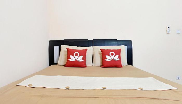 ZenRooms Karet Tengsin Jakarta - Tampak tempat tidur double