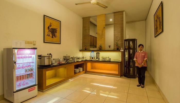 Hotel Poncowinatan Yogyakarta - Area Buffet