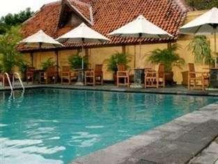 Hotel Mutiara Yogyakarta - Kolam Renang