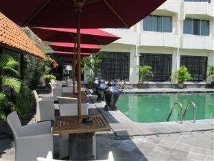 Hotel Mutiara Yogyakarta - Tepi Kolam