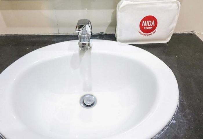 NIDA Rooms Cendrawasih 452 Makassar - Kamar mandi