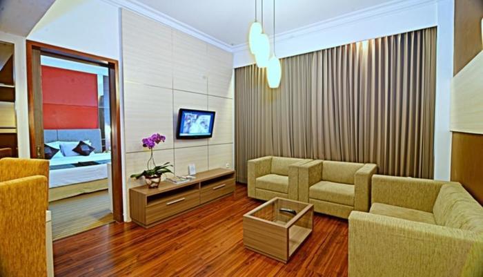 Inna Simpang Tunjungan Surabaya - Kamar Suite