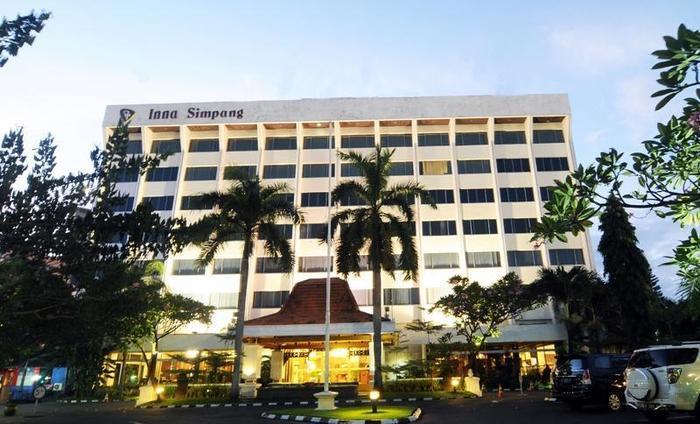 Inna Simpang Tunjungan Surabaya - Tampilan Luar Hotel