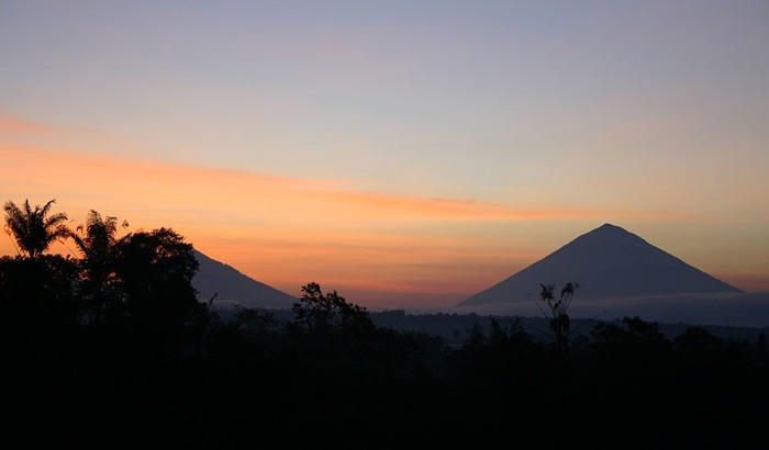 Bagus Arga Pelaga Bali - Pemandangan Sunrise dan pegunungan