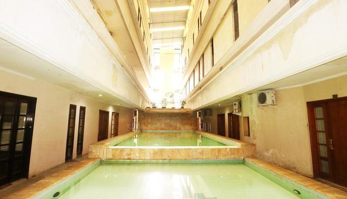 Istana Permata Ngagel Surabaya - Swimming Pool