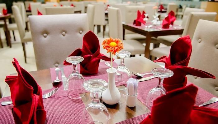 Tara Hotel Yogyakarta - Sitara Restaurant