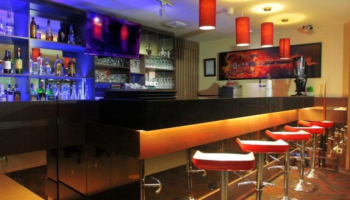 The Alana Surabaya Surabaya - Phoenix Bar