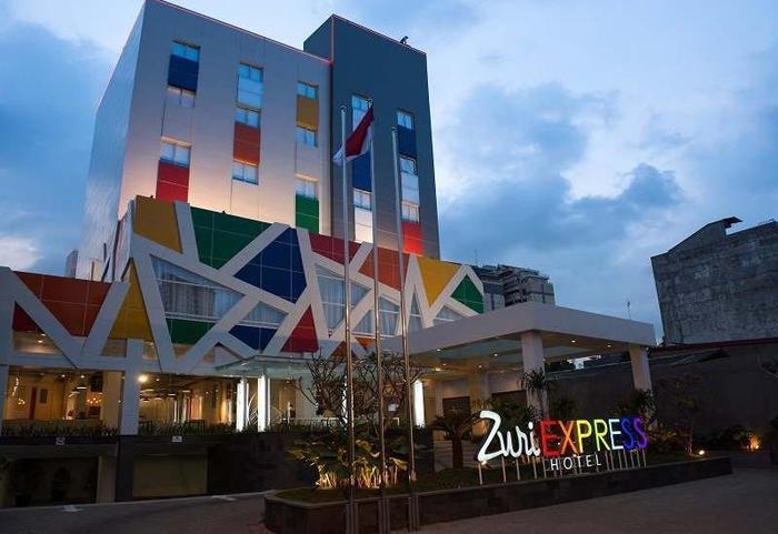 Zuri Express Mangga Dua - Hotel Building