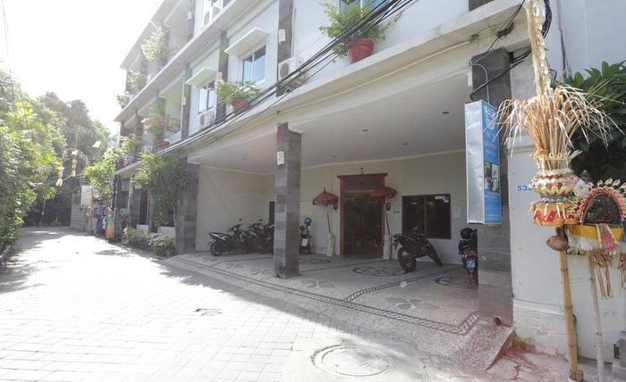RedDoorz near Pantai Double Six Bali - Eksterior