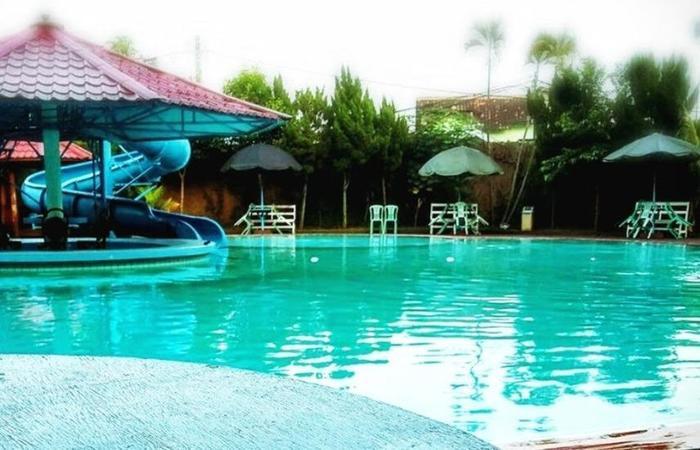 Hotel Merdeka Madiun - Kolam Renang
