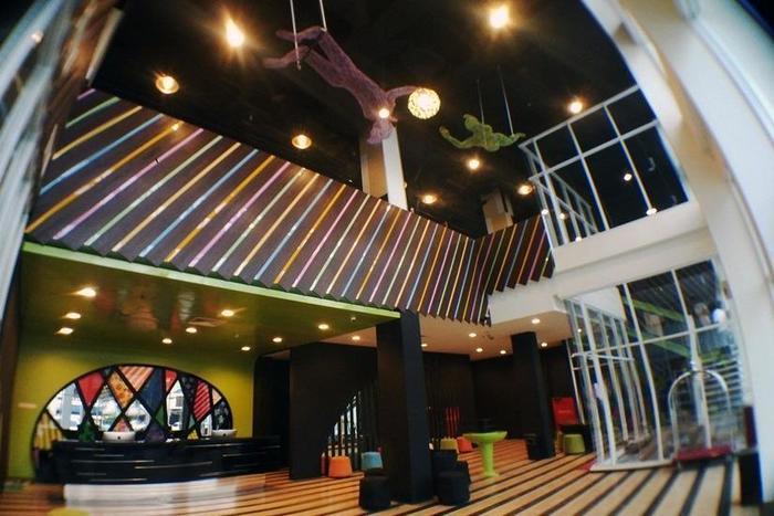 MaxOne Hotel Surabaya - Lobi