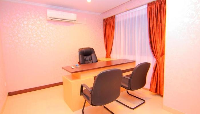 Comfort Hotel Dumai Dumai - Ruang Kantor Kamar Business Suite