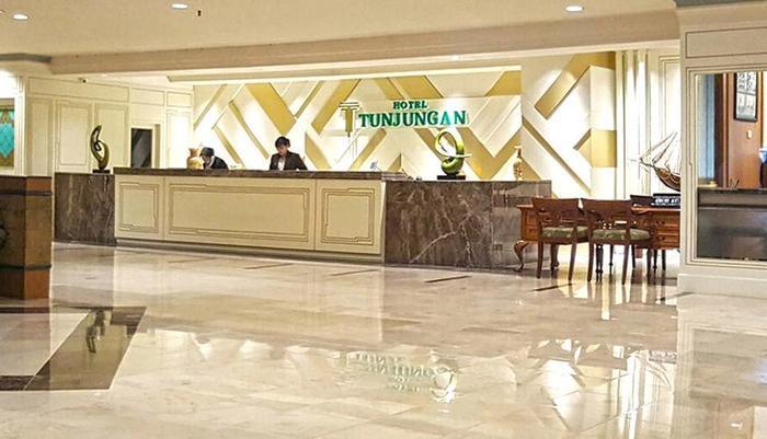 Hotel Tunjungan Surabaya - lobby hotel