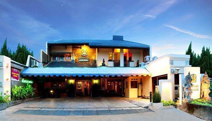 Dhanesvara Homestay Surabaya - Front View