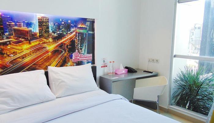Smart Hotel Jakarta - Deluxe Double