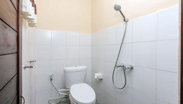 ZenRooms Ubud Teges Kawan - kamar mandi