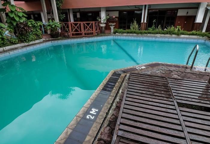 NIDA Rooms Mantrijeron Tugu Station - Kolam Renang