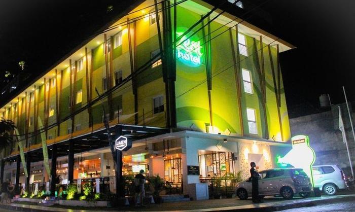 Zest Hotel Legian Bali - Facade