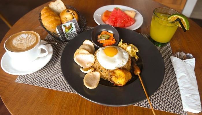 Zest Hotel Legian Bali - Food