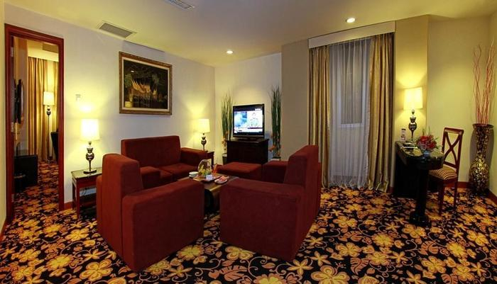 Rocky Plaza Hotel Padang - Rocky Suite Living Room