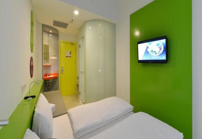 POP Hotel Diponegoro Surabaya - Kamar tamu