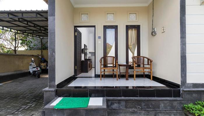 RedDoorz @Raya Jimbaran Bali - Teras