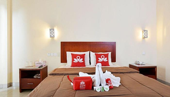 ZenRooms Cipayung KM 71 Bogor - Tampak tempat tidur double
