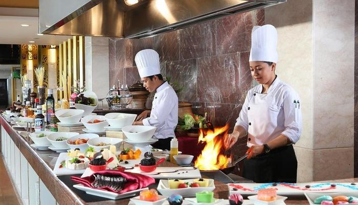 Swiss-Belhotel Makassar - Chef Live Cooking