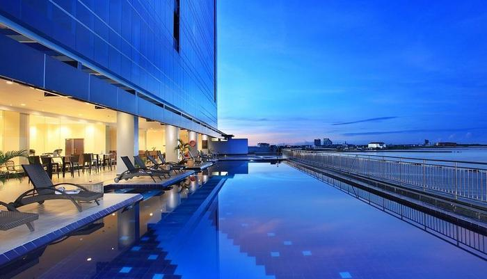 Swiss-Belhotel Makassar - Swimming Pool