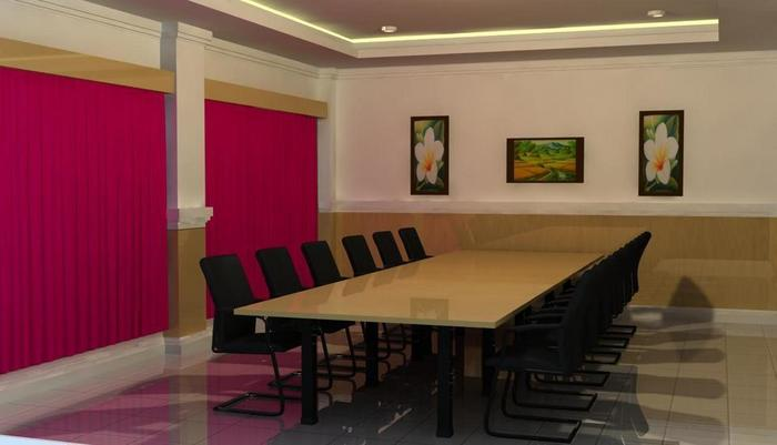 Fave Hotel Rembang - Meeting Room
