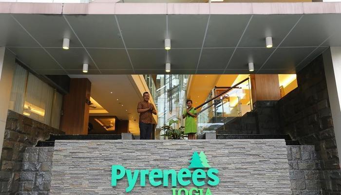 Hotel Pyrenees Jogja - Masuk